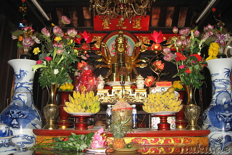 Altar in der One Pillar Pagoda