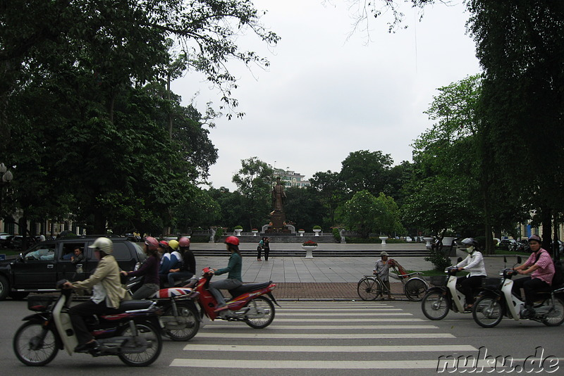 Am Hoan Kiem Lake in Hanoi