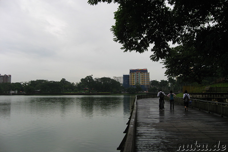 Am Kandawgyi Lake - See in Yangon, Myanmar