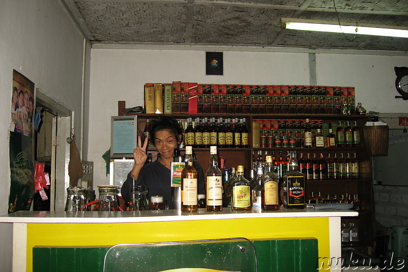 Barkeeper in Nyaungshwes Beer Station