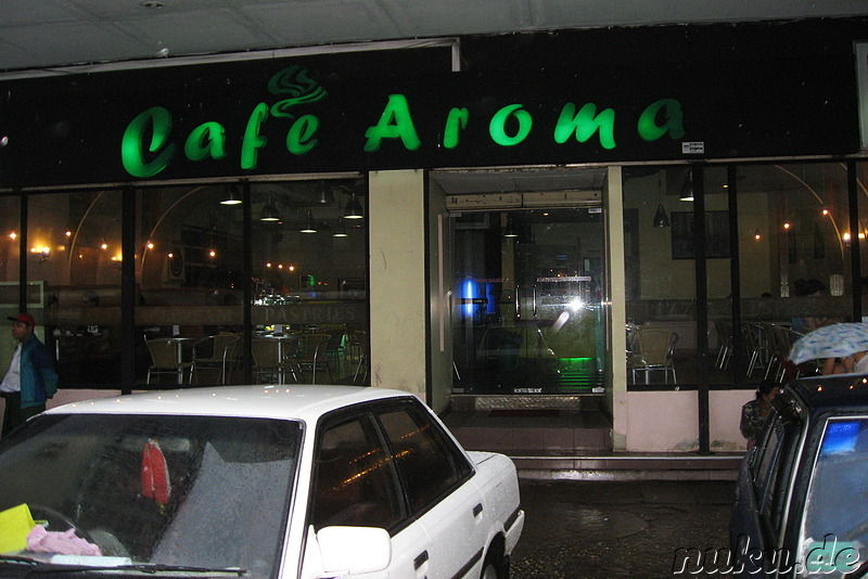 "Cafe Aroma, laut Lonely Planet ""das Starbucks von Yangon"""