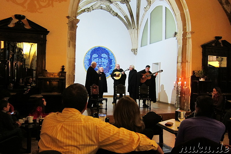Fado im Cafe Santa Cruz in Coimbra, Portugal