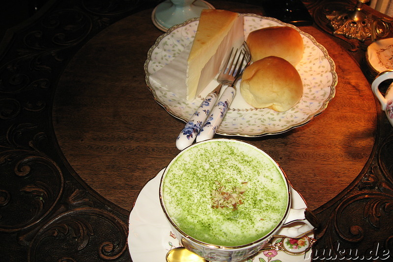 Green Tea Latte und New York Cheese Cake im Cafe Grace