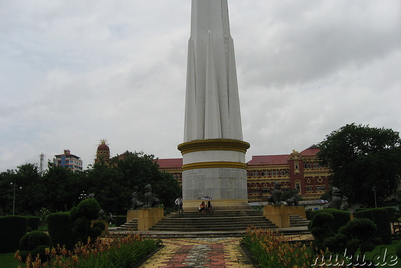 Independence Monument im Mahabandoola Garden in Rangoon, Burma