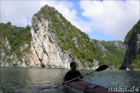 Kanutour in Halong Bay, Vietnam