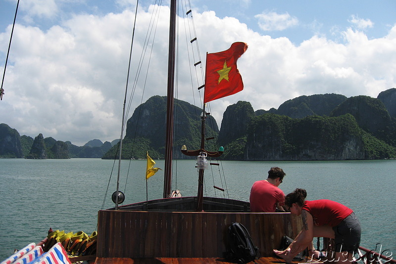 Mit dem Boot unterwegs in Halong Bay