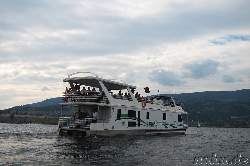 Mit dem Party-Hausboot auf dem Okanagan Lake in Kelowna, Kanada