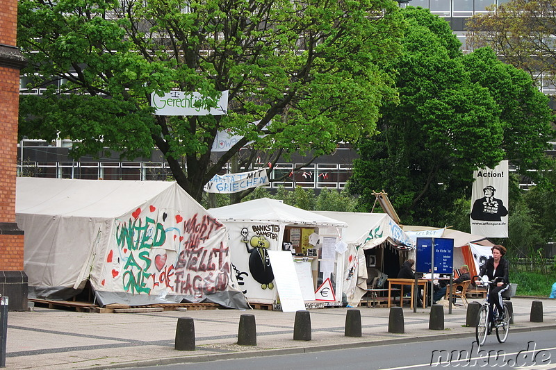 Occupy-Bewegung am Martin-Luther-Platz in Düsseldorf