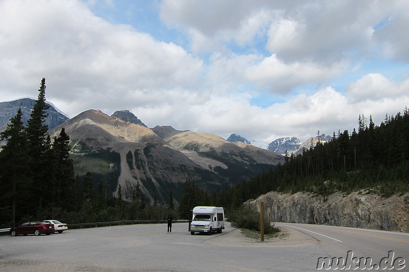 Parkplatz bei den Tangle Creek Falls - Wasserfall im Jasper National Park, Kanada