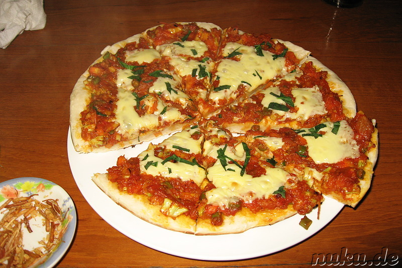 Pizza im Teakwood Restaurant in Nyaungshwe, Myanmar