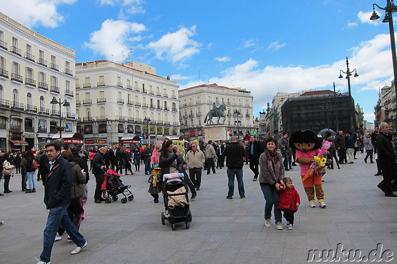 Plaza de la puerta del sol madrid spanien s deuropa for Puerta 15 foro sol