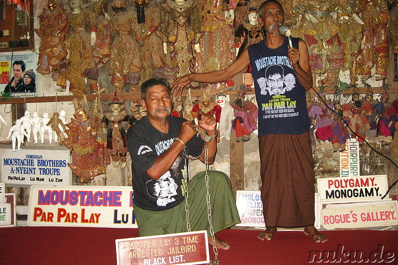Show der Moustache Brothers in Mandalay, Myanmar