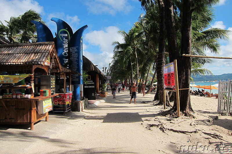 Strandpromenade am White Beach auf Boracay, Philippinen