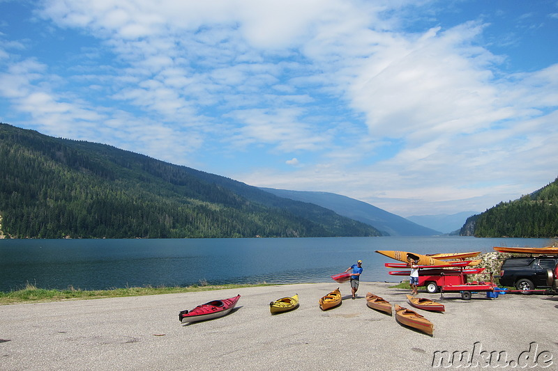 Unsere Kajaks am Revelstoke Lake in British Columbia, Kanada
